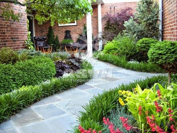 Khoảng sân vườn trong một ngôi nhà với cỏ hoa xanh mướt quanh năm.